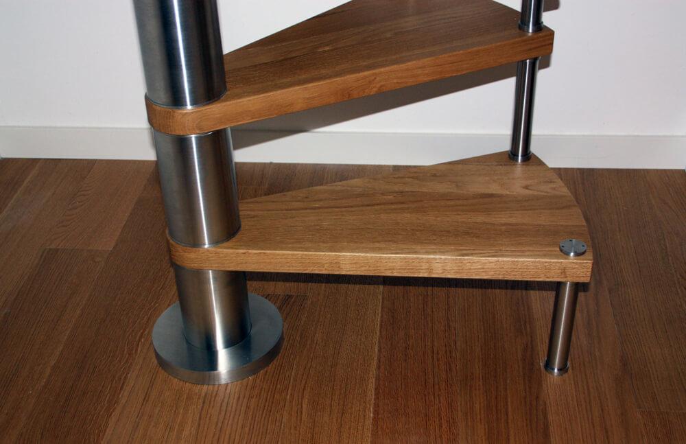 scalini in legno per scala a chiocciola