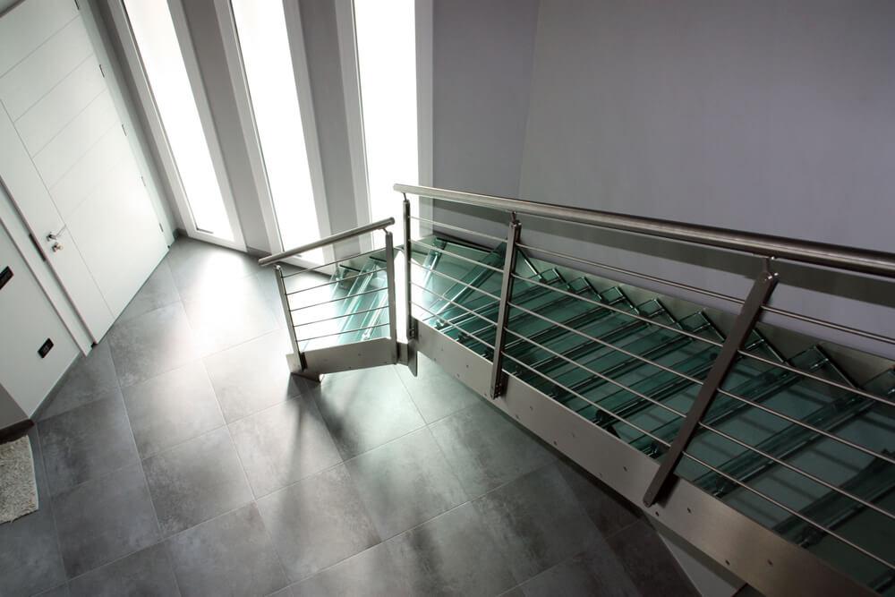 scale a giorno gradini in vetro